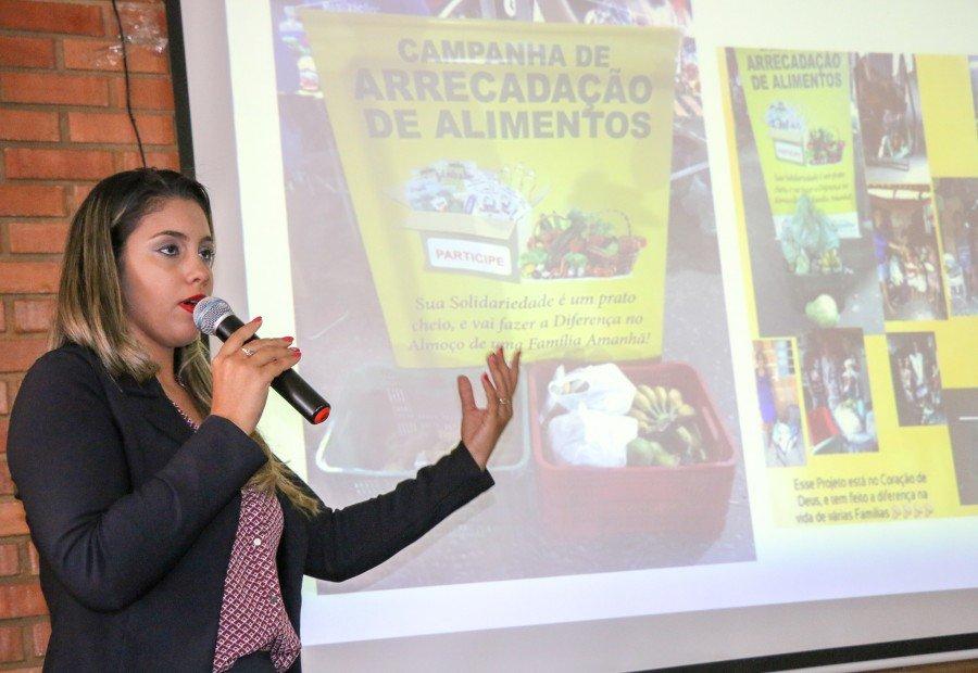 Aline Correia, é uma das participantes da Feira de Economia Solidária de Araguatins (Foto: Carlessandro Souza)