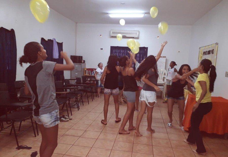 Adolescentes participam de palestra sobre suicídio no Cras Santa Bárbara