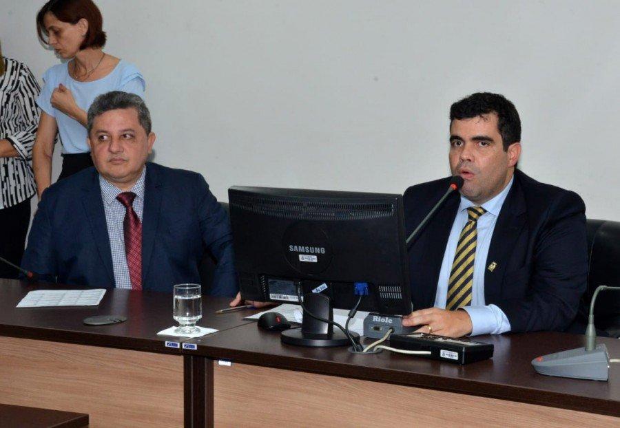 Deputado Jair Farias vice-presidente da CCJ, ao lado do presidente da CCJ, Ricardo Ayres (Foto: Divulgação)
