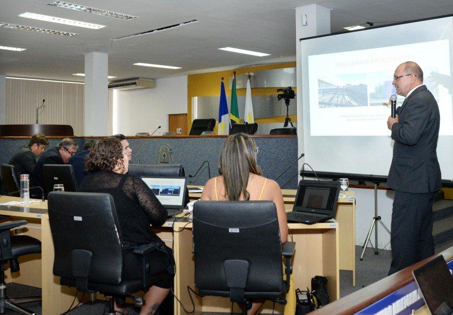 Secretário Daniel Borini apresentou as receitas e despesas do primeiro quadrimestre (Foto: Raíza Ribeiro)