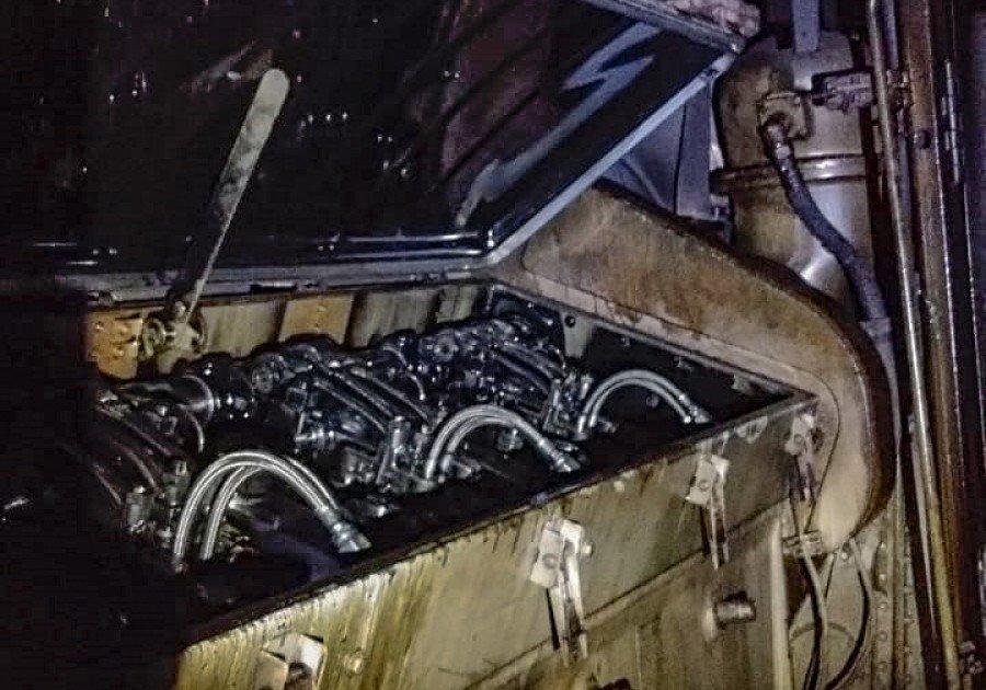 Compartimento do motor da locomotiva foi aberto para ventilação e resfriamento após princípio de incêndio na Ferrovia Norte-Sul