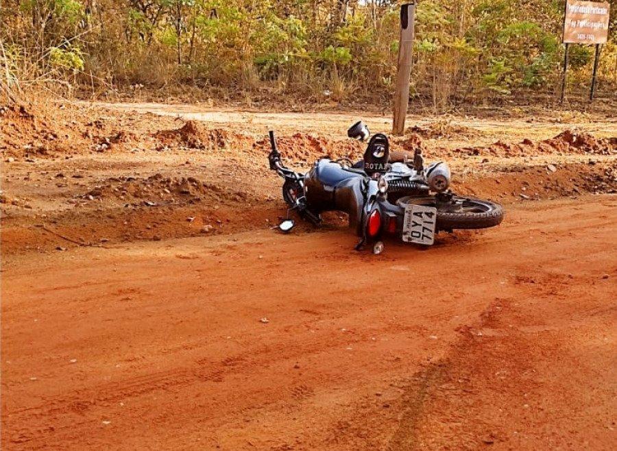 Motocicleta usada por suspeitos era fruto de furto (Foto: Divulgação/PM)