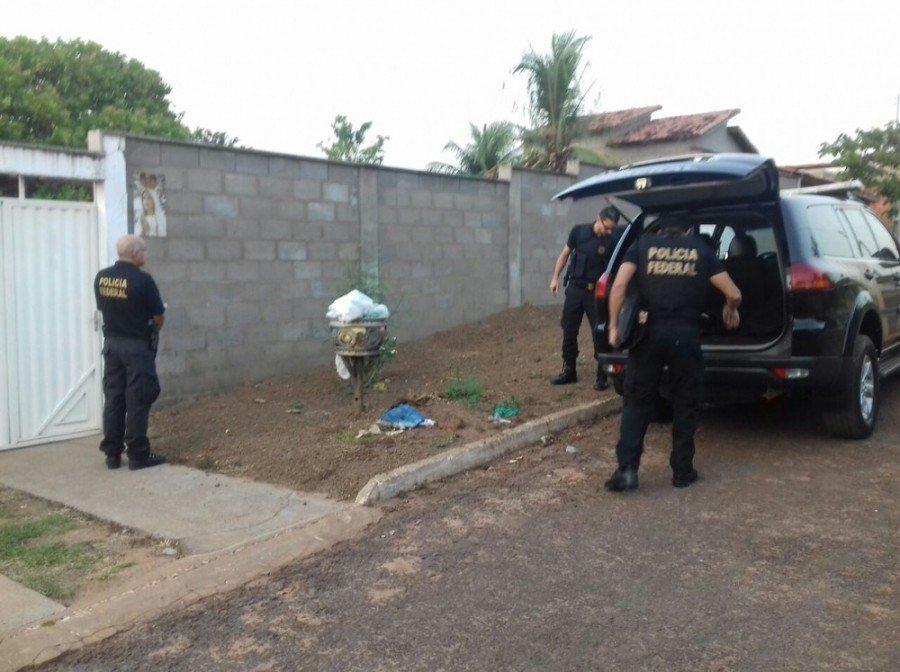Policiais federais cumprem mandados em Piraquê, São Bento, Araguaína e Palmas (Foto: Felipe Maranhão/TV Anhanguera)