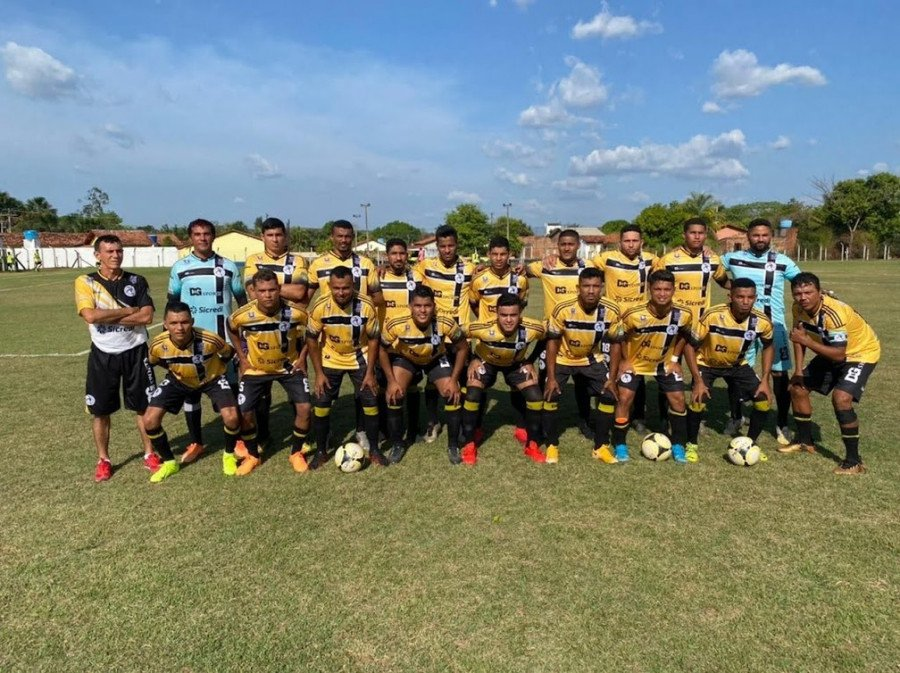 Time Nova Araguatins F. C 2011 (Foto: Paulo Roberto)