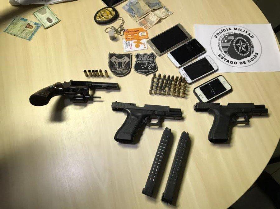 Armas e munições foram apreendidas com suspeitos
