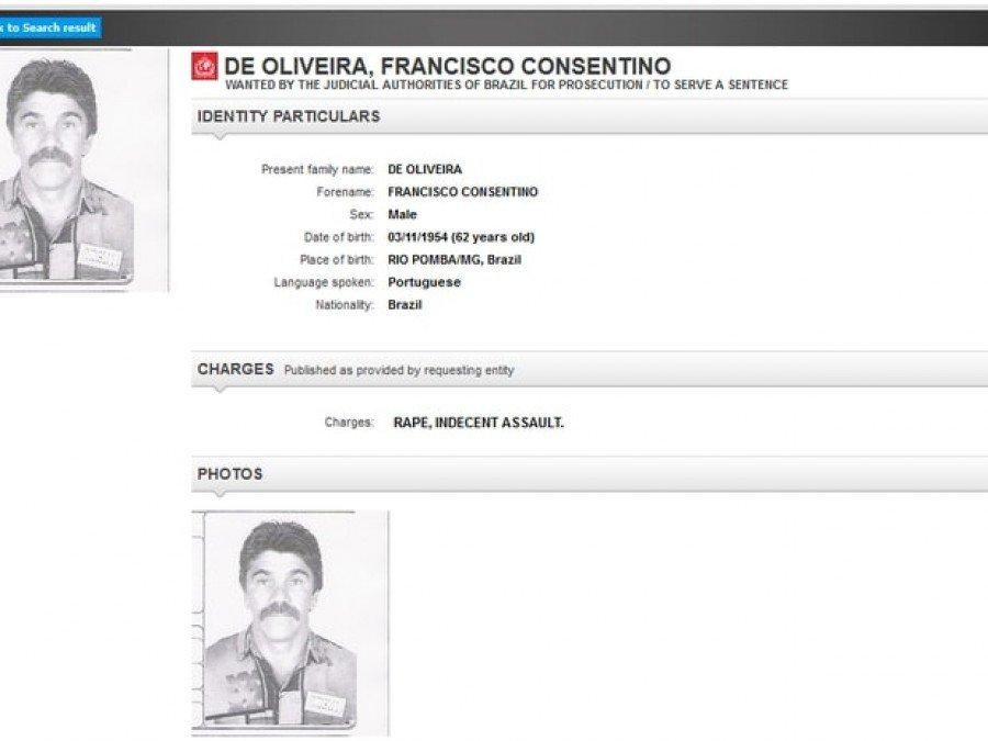 Página da Interpol na internet mostra a fotografia e o crime pelo qual o suspeito era procurado (Foto: Reprodução/Interpol)