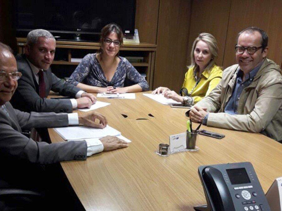 Equipe reúne para definir retomada das obras e definir capacitações aos municípios contemplados com o Programa