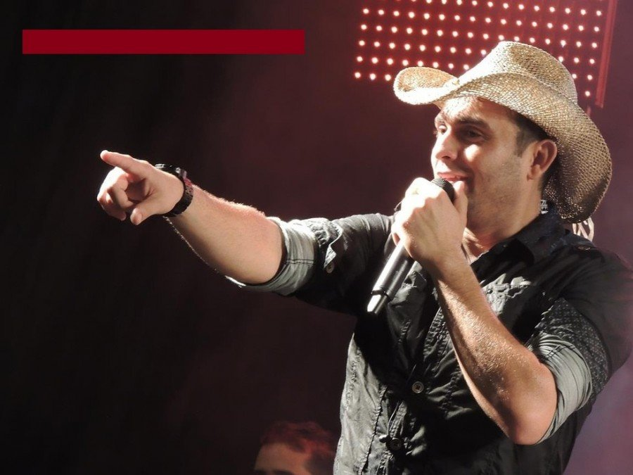 Abertura oficial da Expoatins acontece com rodeio e show do cantor Mano Walter