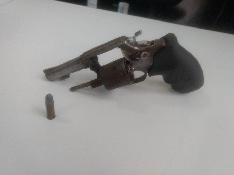 Arma apreendida em Porto Nacional (Foto: Divulgação PMTO)