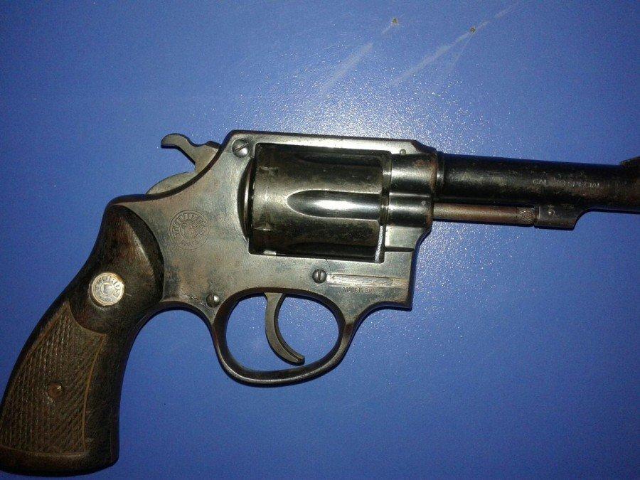 Arma apreendida em Divinópolis (Foto: Divulgação PM)
