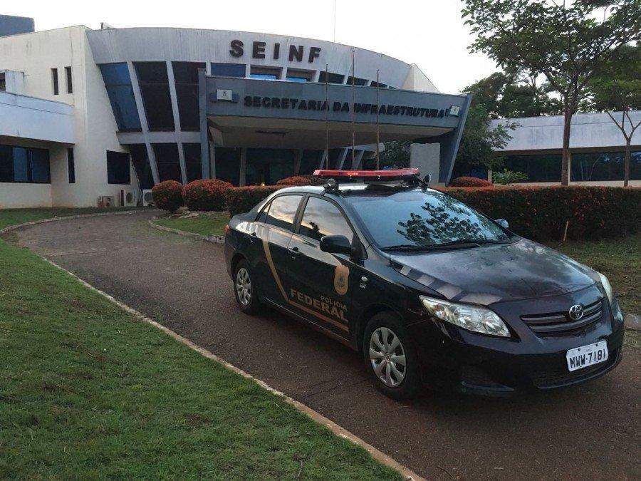Policiais cumprem mandados na Secretaria Estadual da Infraestrutura (Foto: Divulgação/Polícia Federal)