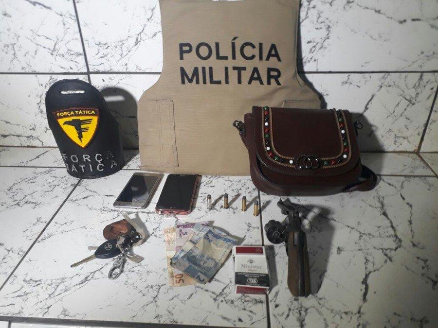 Arma de fogo, munições e demais objetos apreendidos pela PM em Gurupi (Foto: Divulgação PMTO)