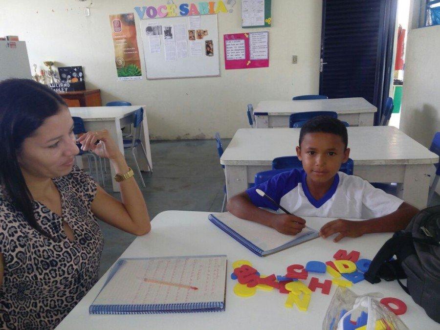 """Escola Estadual Dr. Ulisses Guimarães desenvolve o projeto """"Adote um aluno"""""""