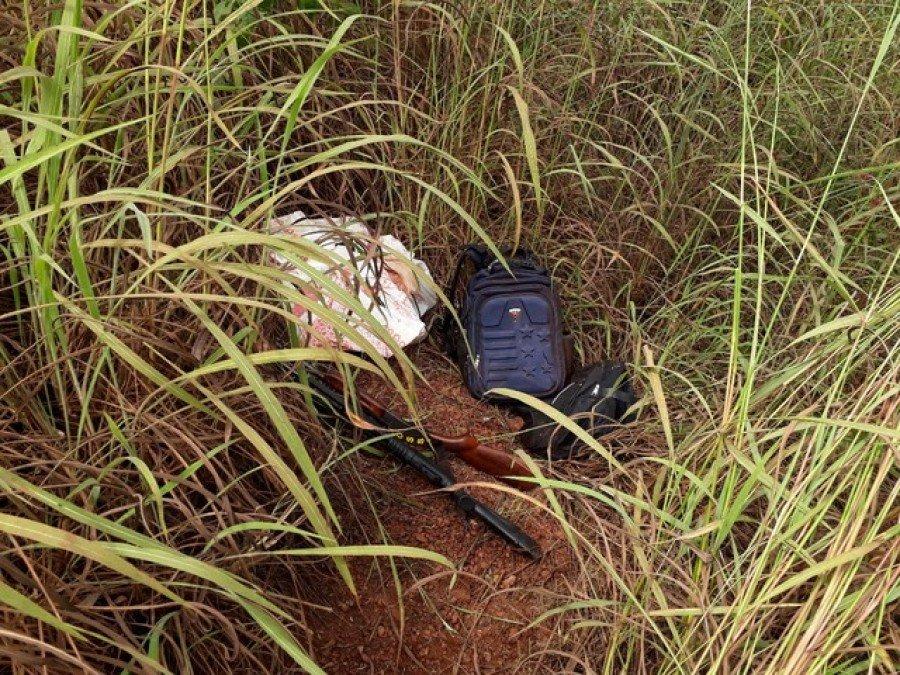 Objetos foram encontrados pela Polícia Civil em matagal (Foto: Divulgação/Polícia Civil)