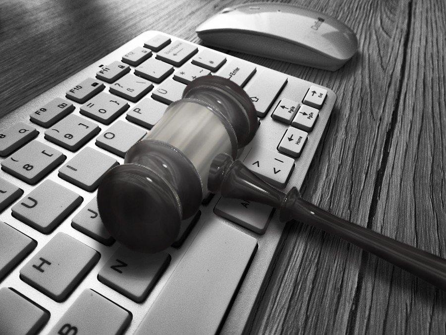 Danos morais: Empresas são condenadas por negativar nome de pessoa falecida