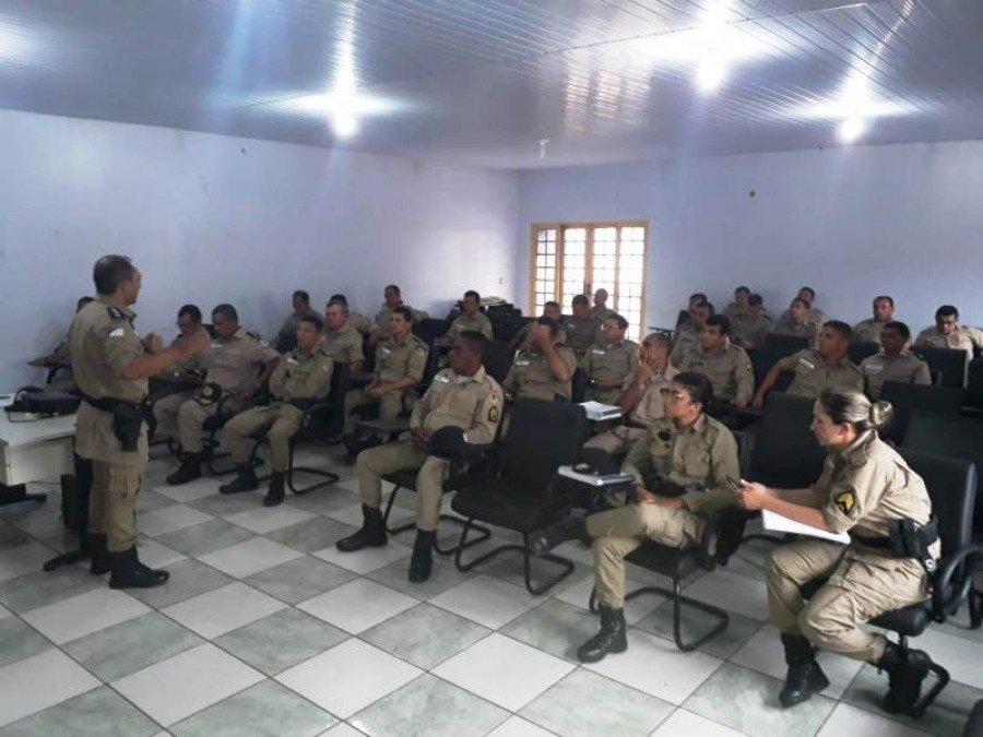 Palestra sobre a Lei Maria da Penha no quartel da PM em Araguatins