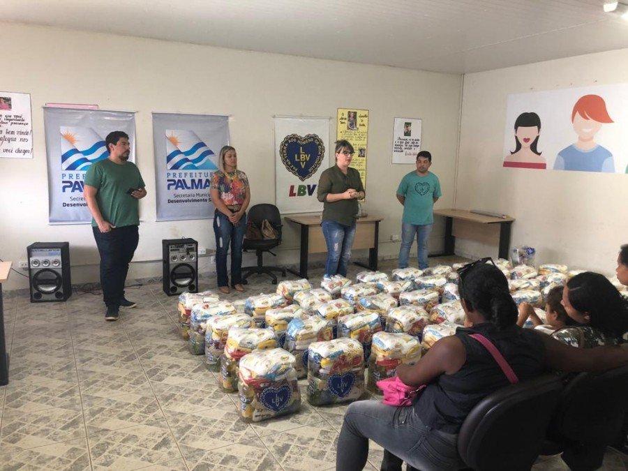 Equipes da Prefeitura de Palmas entregou cestas de Natal junto com Legião da Boa Vontade