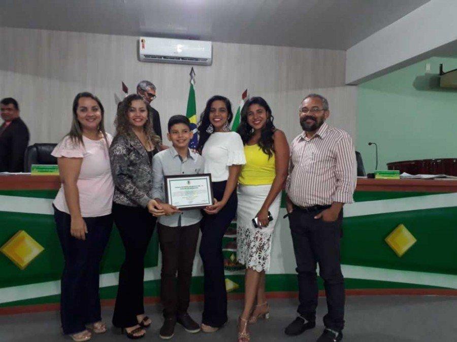 Rhenan Cauê recebeu, durante uma sessão solene na Câmara Municipal de Araguatins, uma Moção de Aplausos pela atuação no projeto