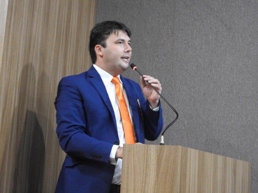 Gedeon Pitaluga Júnior durante o seu discurso (Foto: J. Pires)