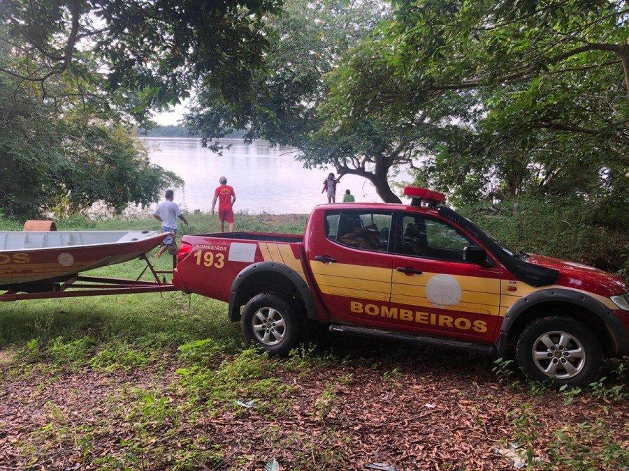 Bombeiros fizeram buscas e encontraram o corpo neste sábado (19) (Foto: Divulgação/Bombeiros)