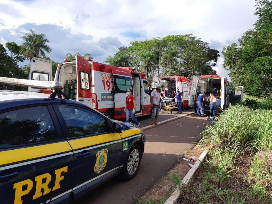 De acordo com a PRF, foram necessárias três ambulâncias do Samu para prestarem socorro às vítimas (Foto: Divulgação/PRF)