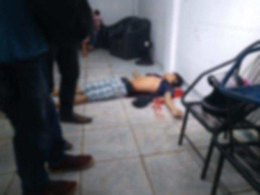 O jovem foi morto enquanto cortava o cabelo em uma barbearia de Parauapebas-PA (Foto: Israel Lira)