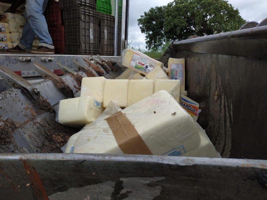 Queijos seriam vendidos mesmo estando fora da legislação sanitária (Foto: Francisco Cesar)