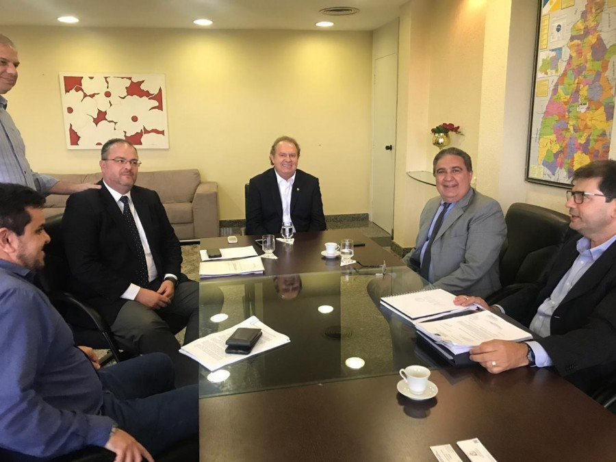 Governador Carlesse e prefeito de Gurupi se reuniram ontem, 28, no Palácio Araguaia (Foto: Governo do Tocantins)