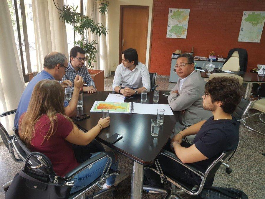 O secretário Leonardo Cintra (centro) apresentou aos investidores os incentivos oferecidos pelo Governo do Tocantins para que indústrias do setor se instalem no estado