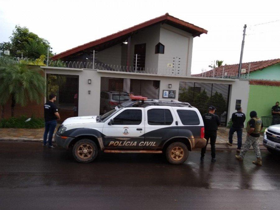São cumpridos mandados de busca e apreensão na casa e em locais onde o médico trabalha, em Araguaína