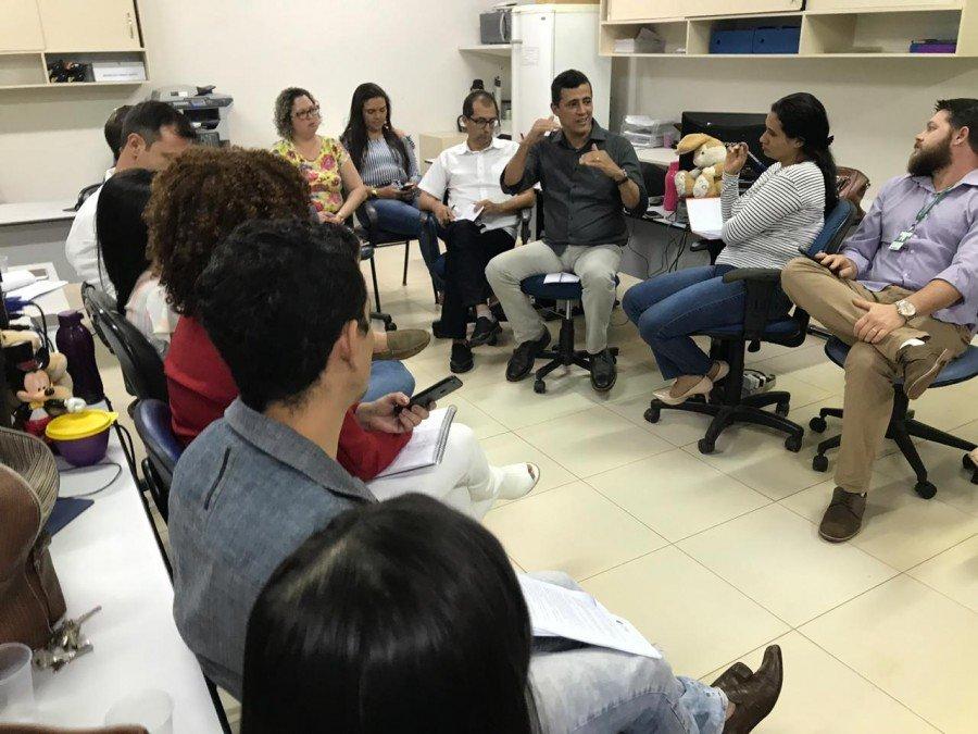 O secretário Renato Jayme reiterou a importância do diálogo com os profissionais e garantiu que os atendimentos serão normalizados nas unidades de saúde