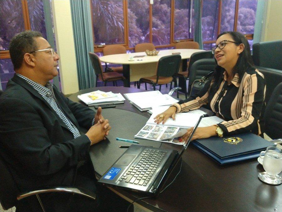 A prefeita Nalva Braga apresentou a Tom Lyra o projeto da XII Feira de Alimentação e Agricultura Familiar de Palmeiras do Tocantins