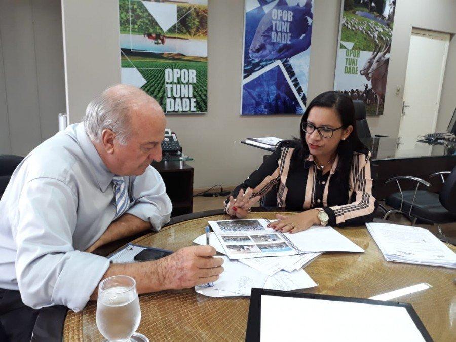 Prefeita de Palmeiras do Tocantins também buscou apoio da Secretária da Indústria, Comércio e Serviços para realização da XII Feapa