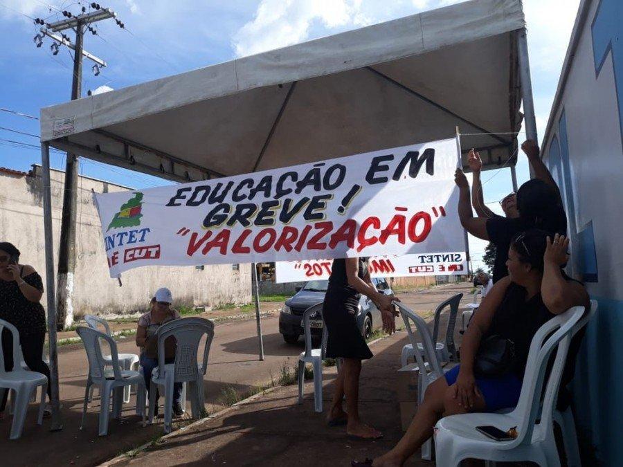 Professores de Riachinho entram em greve após terem salários reduzidos pela prefeitura