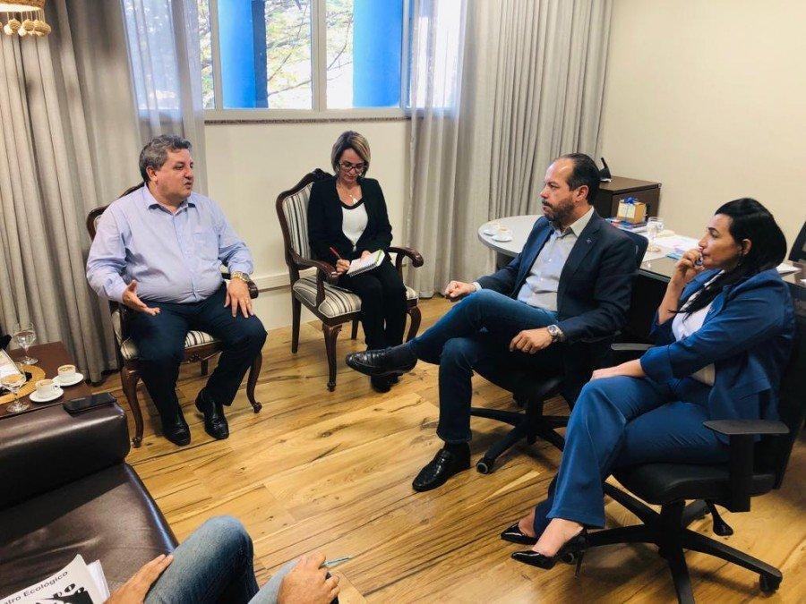 Deputado Jair Farias busca apoio do Sebrae para projetos no Bico do Papagaio