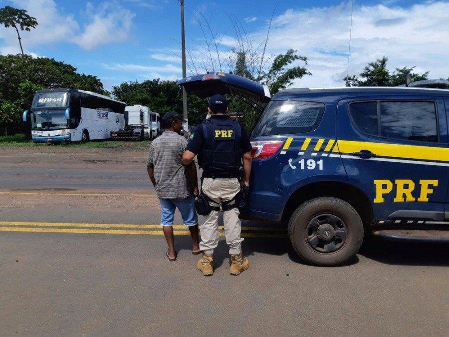 Caminhoneiro foi parado no posto da PRF em Palmeiras do Tocantins (Foto: Divulgação/PRF)