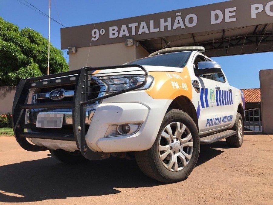 Duas pessoas acusadas de posse irregular de arma de fogo e tráfico de drogas foram presas pela PM em Araguatins