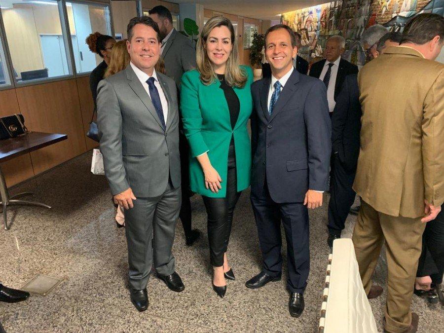 Prefeita com Luciano Heckert, secretário de Gestão do Ministério da Economia e o vice-presidente do CFA, Rogério Ramos