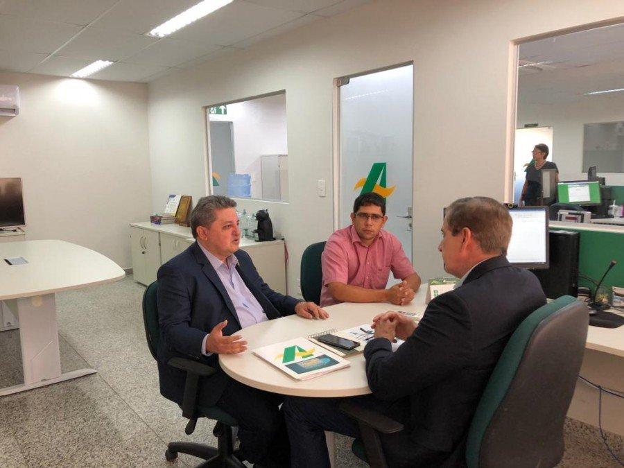 Deputado Jair Farias em reunião com o superintendente do Basa, Marivaldo de Melo (Foto: Divulgação)