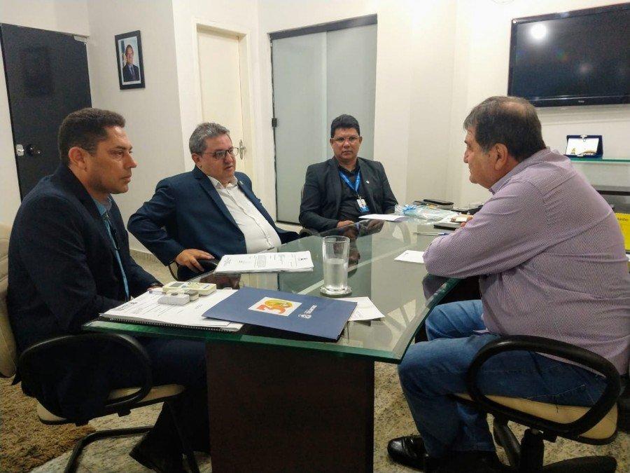 Jair Farias em reunião com titular da Seagro, César Halum (Foto: Divulgação)