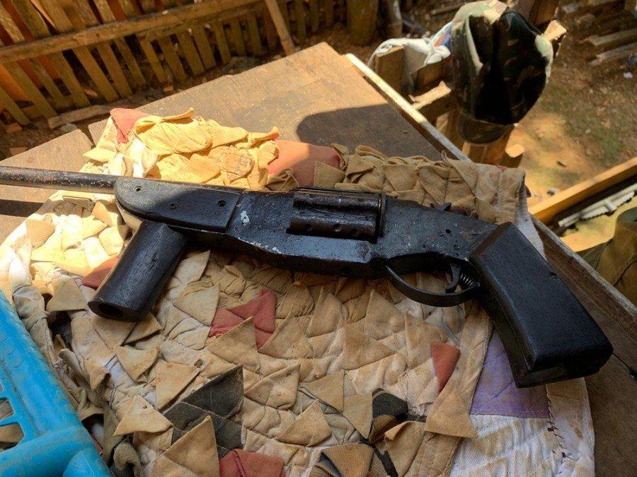 Arma apontada para os policiais foi apreendida