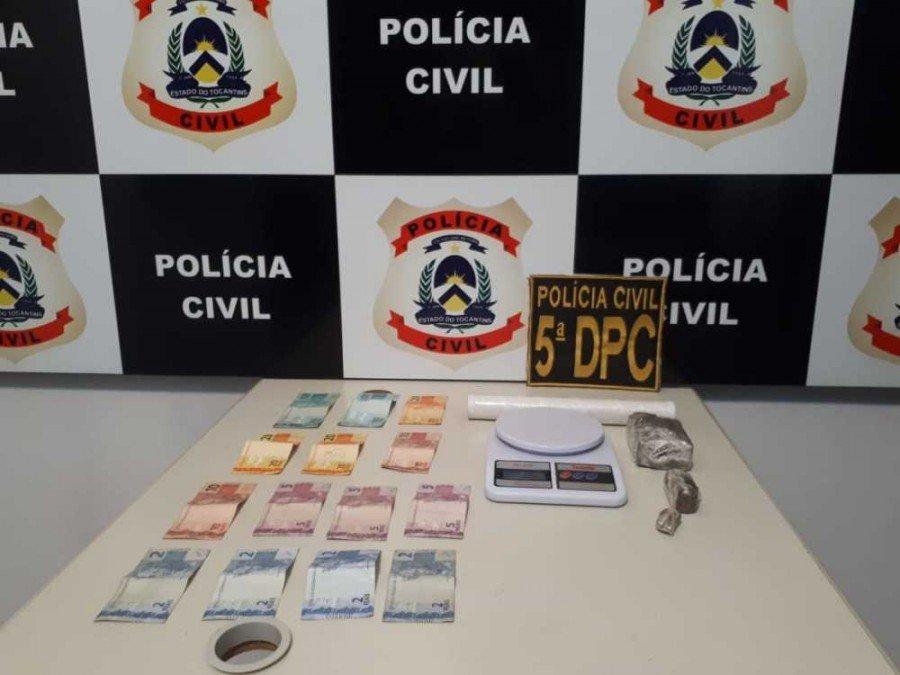 Dinheiro e drogas apreendidos pela pela Polícia Civil em poder do suspeito