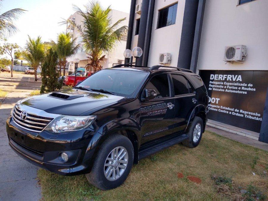 Operação Carros de Luxo apreendeu no centro de Palmas um Toyota Hilux subtraído no Maranhão