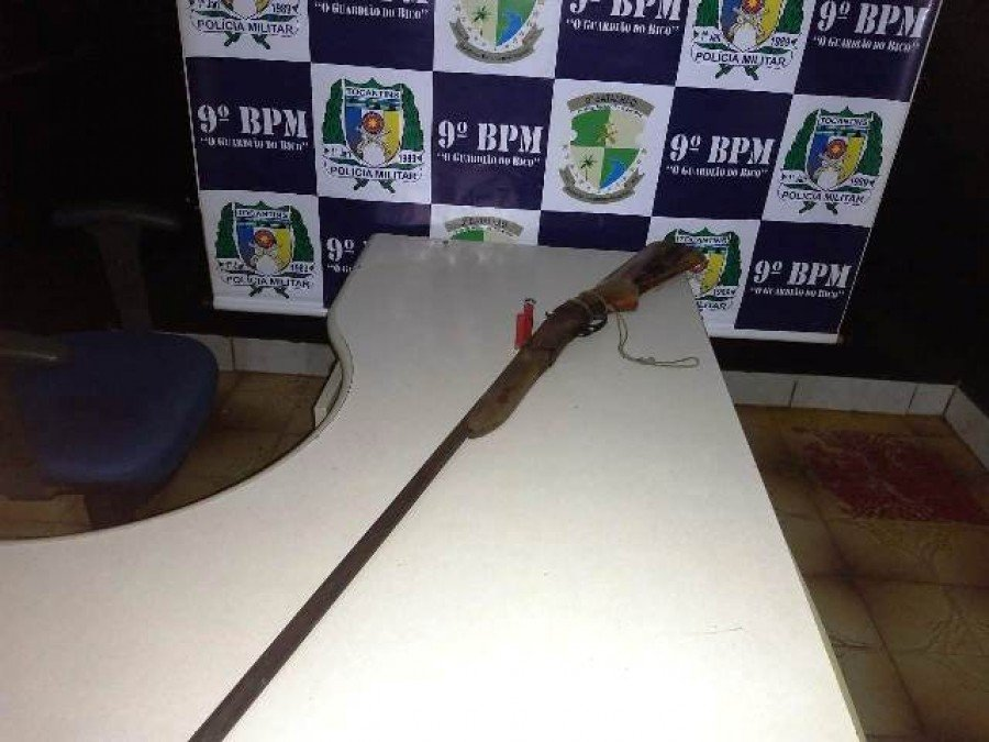 Arma apreendida pela PM em Araguatins (Foto: Divulgação/9º BPM)