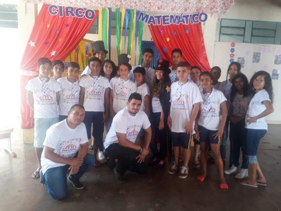 O projeto Circo Matemático visa despertar o interesse pela matemática e contribuir para a melhoria da aprendizagem