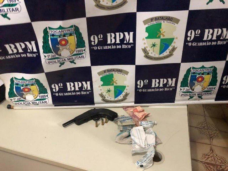 Arma e munições apreendidas pela PM em poder do autor em Araguatins