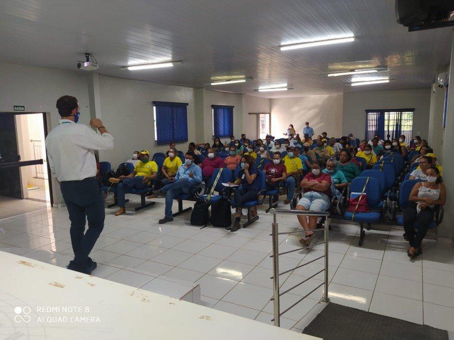 Equipes da BRK Ambiental durante evento de capacitação com os agentes de saúde, de endemias e fiscais sanitários de Santana do Araguaia-PA
