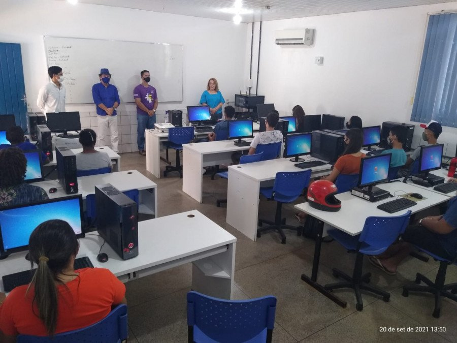 Registro da abertura de uma turma do curso de informática em Colinas do Tocantins (Foto: Divulgação)