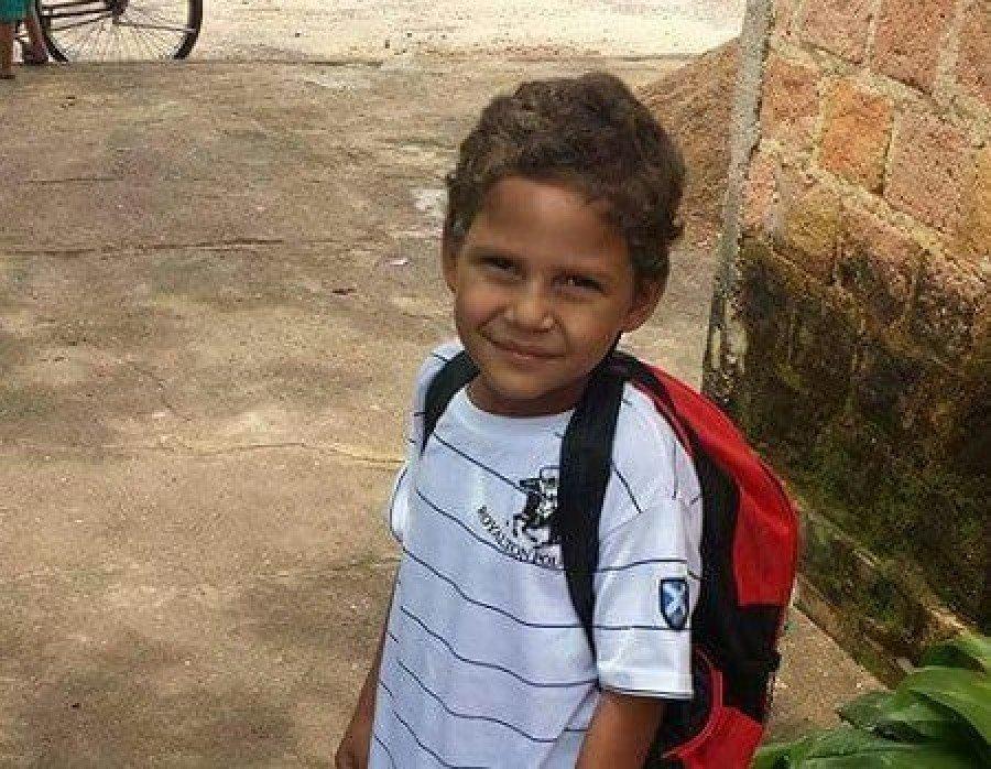 O motoqueiro atropelou a criança Ruan Carlos da Silva e fugiu sem prestar socorro
