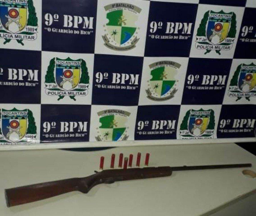 Espingarda e munições apreendidas pela PM em poder do autor preso por porte ilegal de arma de fogo em Augustinópolis (Foto: Divulgação/9º BPM)